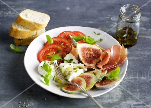 Caprese with figs and ham