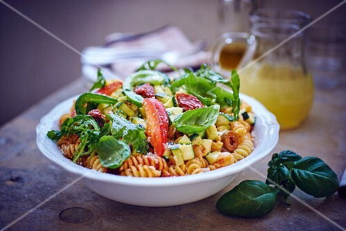 Pasta salad with goat's cheese and basil