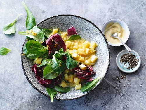 Vegetarian lamb's lettuce salad with radicchio and a potato dressing