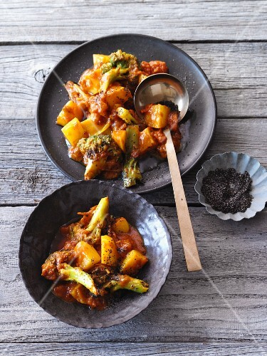 Bollywood potato curry with broccoli and poppyseeds