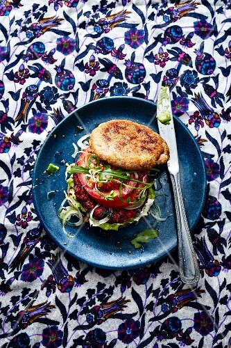 A toasted roll with a beetroot burger and goat's cheese (Turkey)