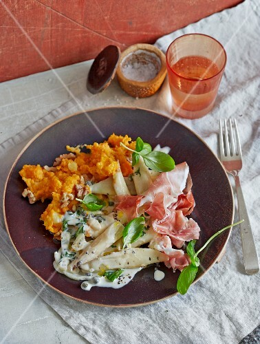 Steamed black salsify with mashed sweet potatoes and raw ham