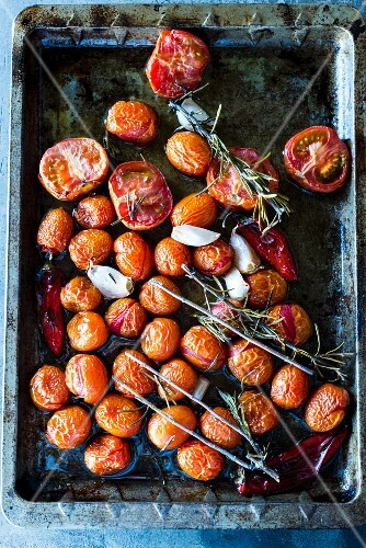 Oven-roasted tomatoes with chilli, garlic and rosemary