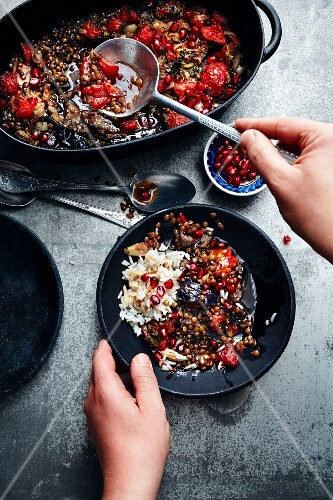 Mualle (lentil medley with aubergines and pomegranate seeds, Turkey)