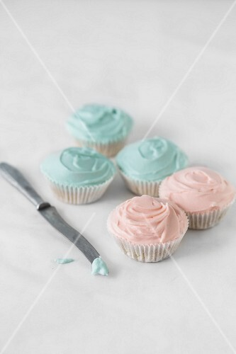 Cupcakes decorated with pink and blue frosting