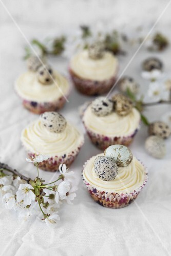 Easter cupcakes with white frosting and quail eggs