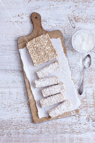 Gluten-free banana and chocolate bars with quinoa and coconuts
