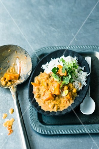 Stir-fried curry with sweet potatoes and coconut milk