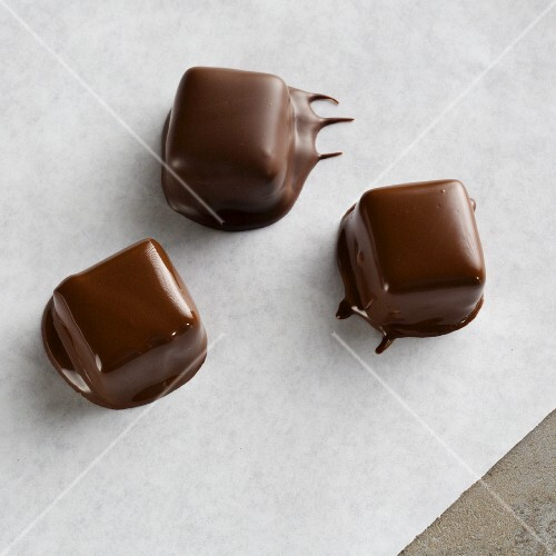 Pralines with dried chocolate drips