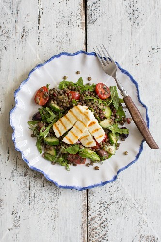 Greek salad with lentils and halloumi cheese