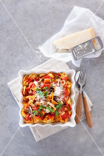 Tortellini with mushrooms, tomatoes and Parmesan