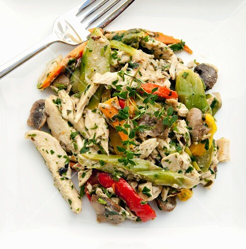 Chicken curry salad with peppers and mushrooms