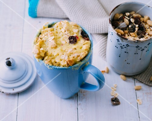 Mug cakes with muesli and coconut milk