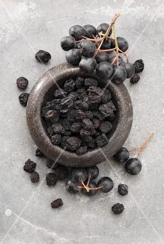 Aronia berries, fresh and dried