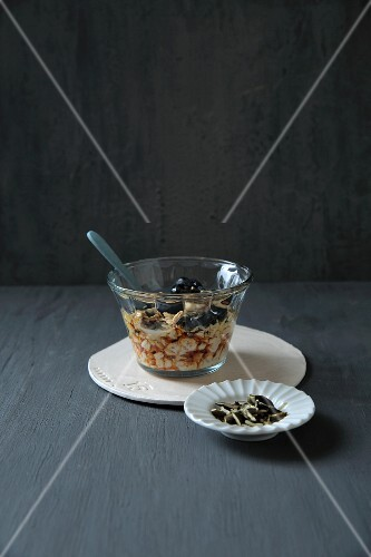 Oats soften with flax seeds and blueberries