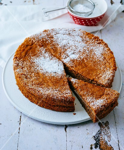 Gluten-free nut cake with apples