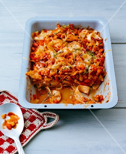 Gratinated tagliatelle with vegetables