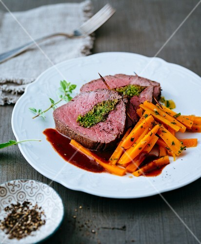 Beef fillet with a herb filling and glazed carrots