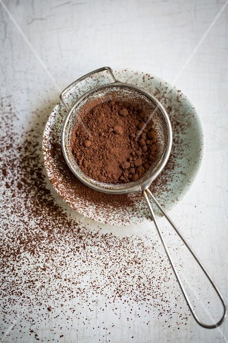 Cocoa in a sieve