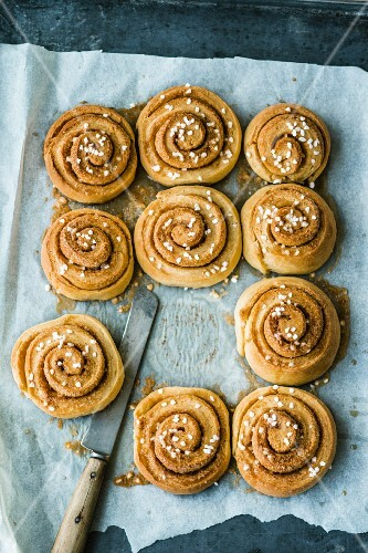 Cinnamon buns with pearl sugar
