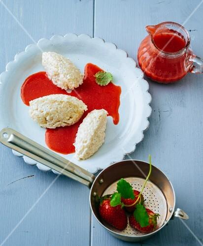 Rice quark dumplings with strawberry sauce (gluten-free)