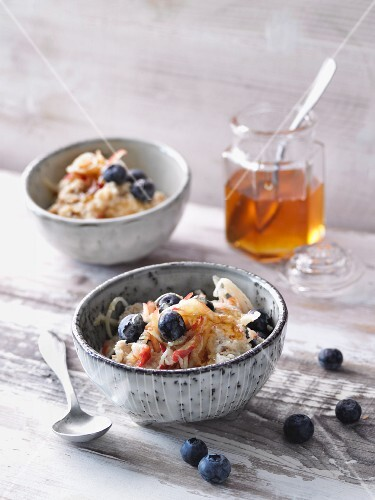 Lactose free porridge with apples and blueberries