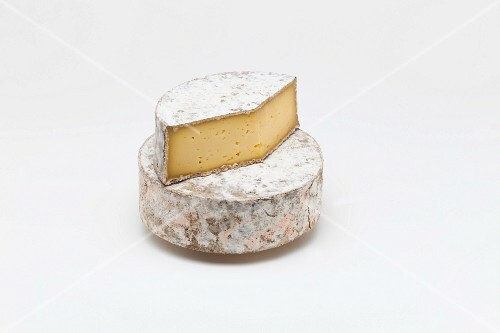 Tomme de belledonne (soft cheese from Isère, France)