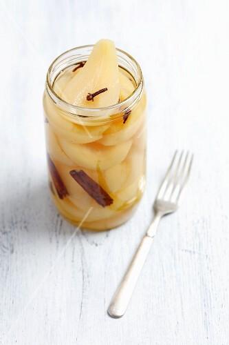 Pears pickled in vinegar