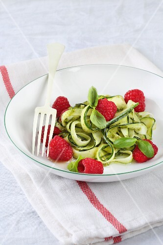 Courgettes with raspberries and pesto