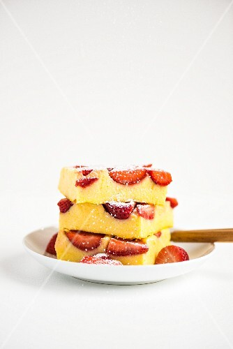 Strawberry and polenta slices with icing sugar