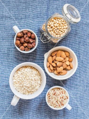 Ingredients for making lactose free milks