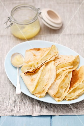 Pancakes filled with apple compote