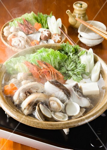 Yosenabe (Japanese stew) with fish and seafood