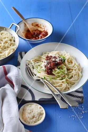Lemon spaghetti with red pesto