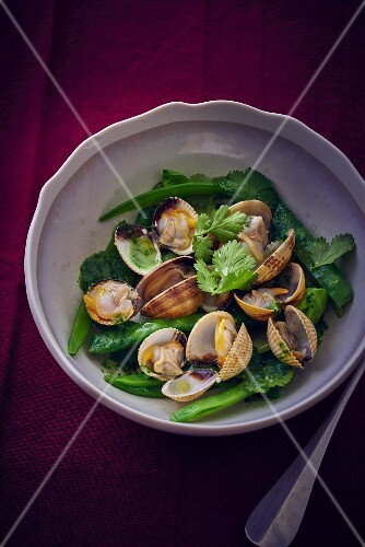 Mussels with green vegetables