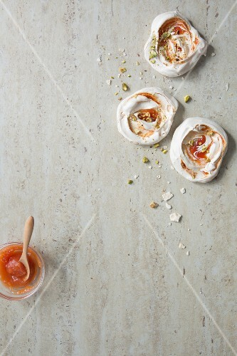 Meringues with guava coulis and pistachio nuts