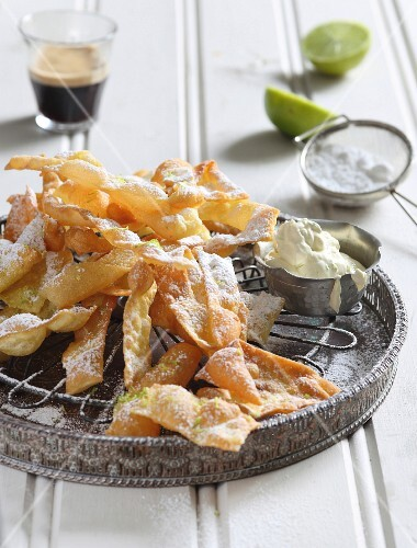 Deep-fried lasagne strips with lime mascarpone