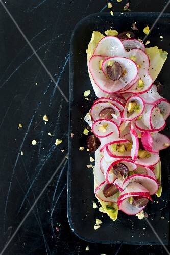 Spiral radish salad with grapes and pistachio nuts
