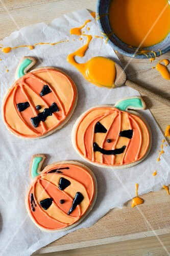 Pumpkin biscuits for Halloween