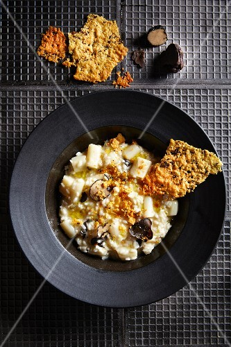Palm hearts risotto with black truffles, whiskey and Parmesan cheese