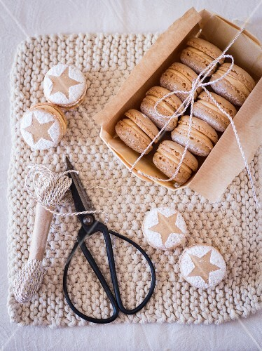 Mince pie macaroons as a gift