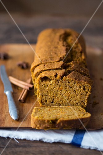 Carrot loaf cake with cinnamon, sliced