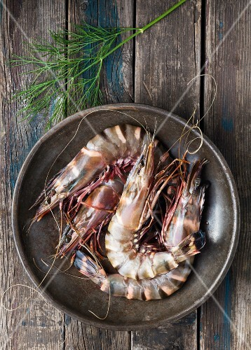 Raw king prawns and dill