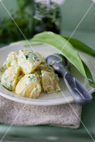Salted potatoes with a wild garlic cream