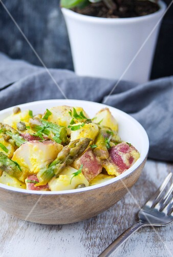 Potato salad with green asparagus
