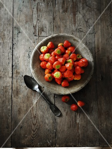 Strawberries in a grey ceramic bowl