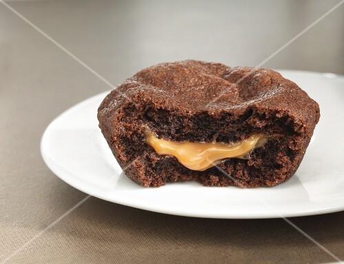 Chocolate cake with a liquid caramel core