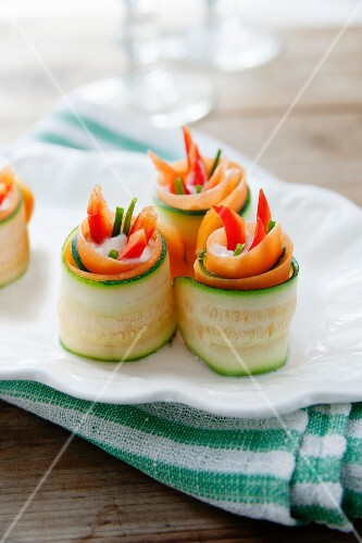 Courgette rolls filled with vegetables and cream cheese