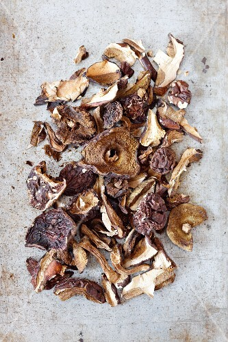 Dried mushrooms (porcini mushrooms and boletes)