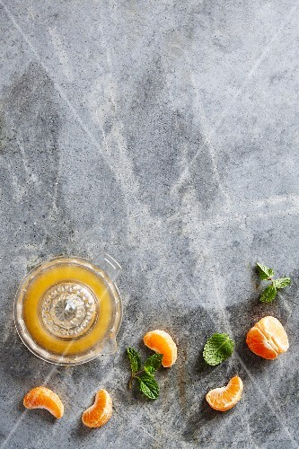 Clementine juice, clementine wedges and fresh mint